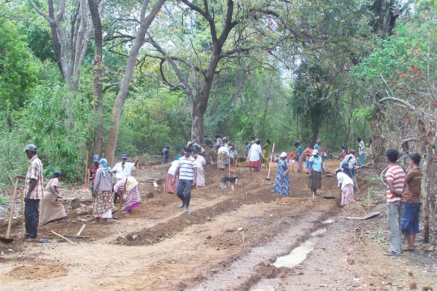 Photo of a Sri Lankan community-based organization rehabilitating a road