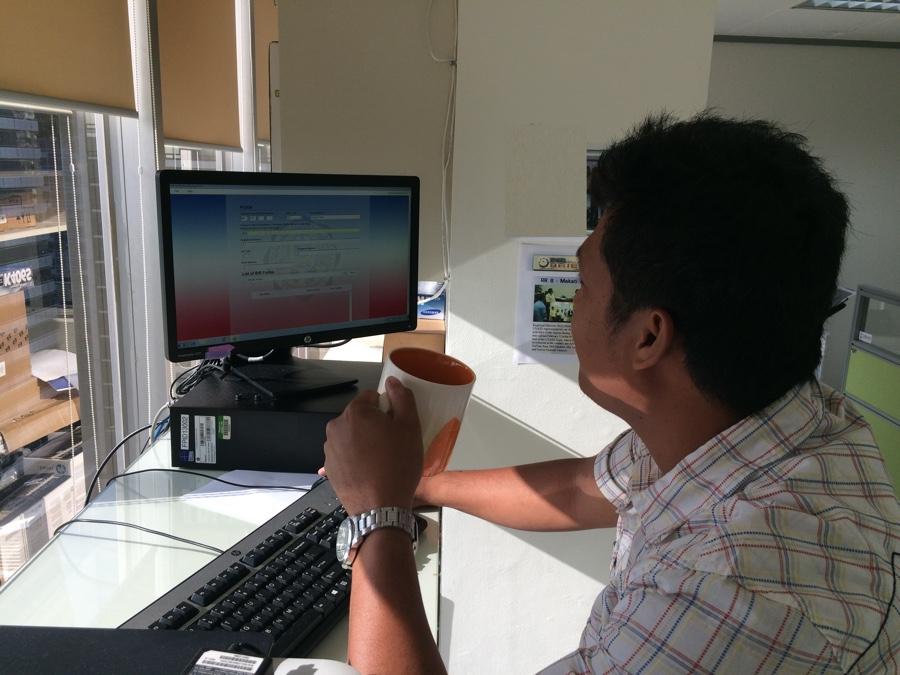 A Philippines citizen files his taxes electronically